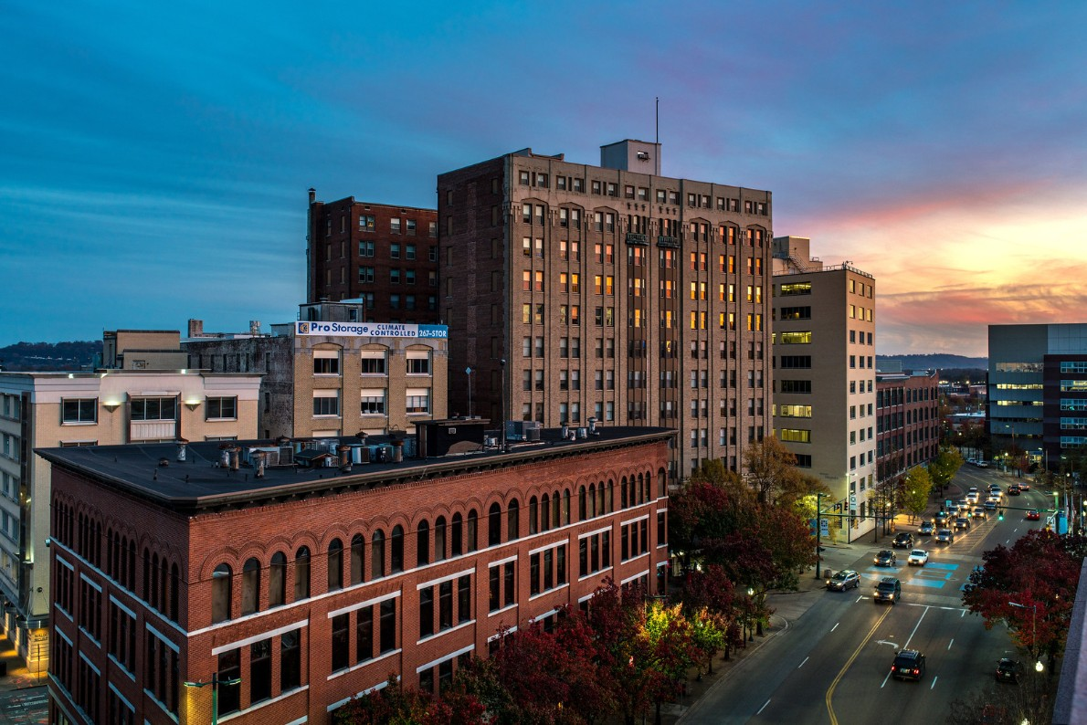 Photograph of 1100 block of downtown chattanooga by Andrew Rodgers